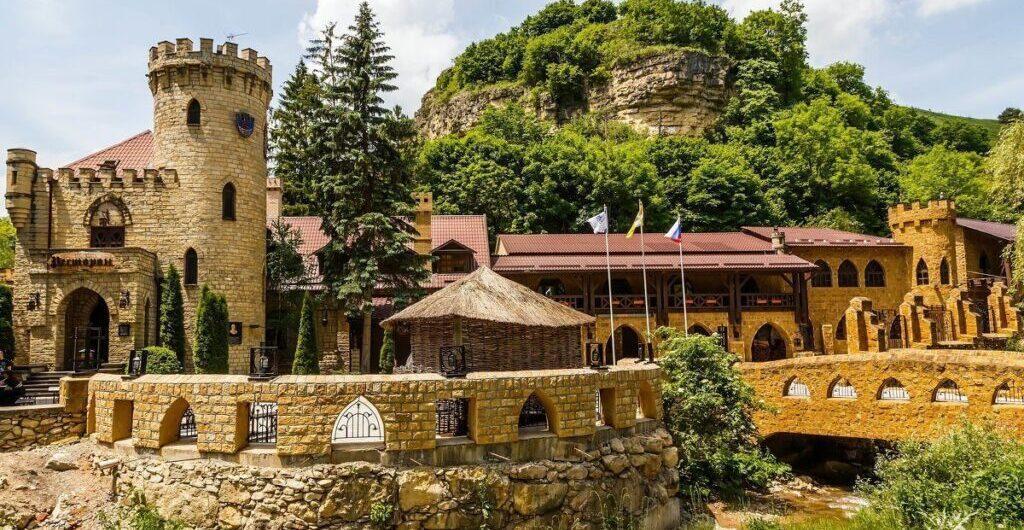 Замки Кавказа и кухня Осетии